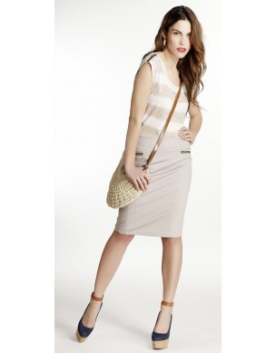 Pencil skirt decorated with trouks