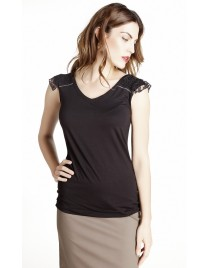 Sleeveless top with bow at the back