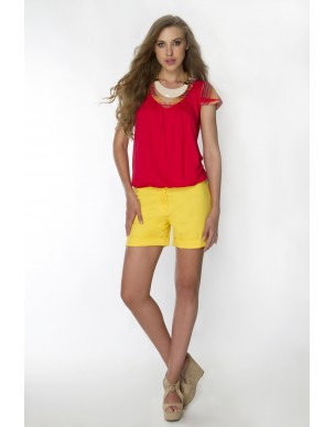 Shorts with pockets at the back